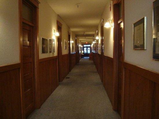 Hotel Vendome: Vendome Hallway