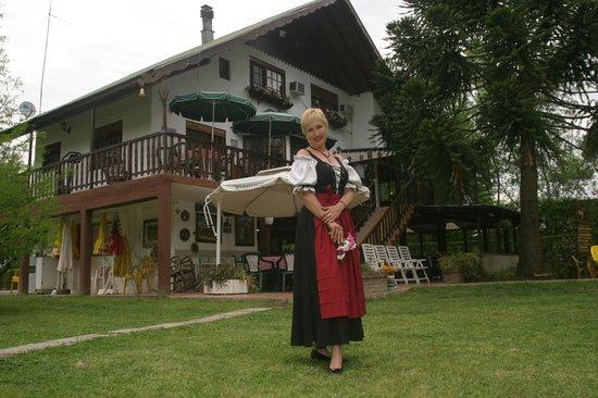 Alpenhaus Gasthaus : Das Alpenhaus, auch mit Tracht in Argentinien