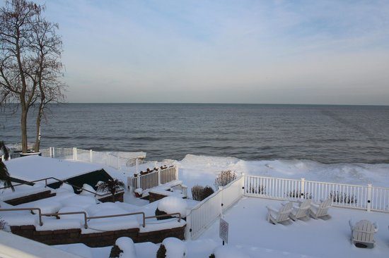 The Lakehouse Inn: Winter view of Lake Erie