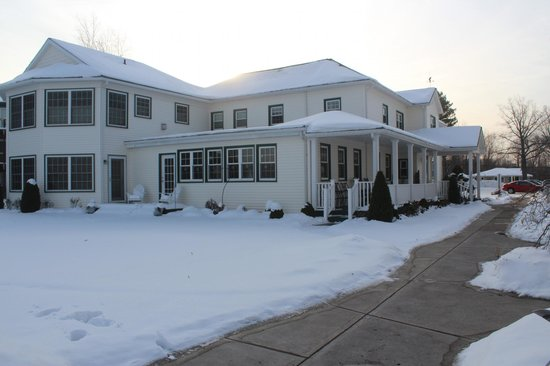 The Lakehouse Inn: Winter view of the Inn