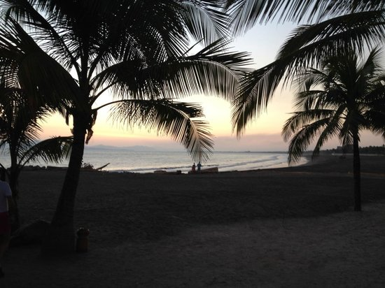 Doubletree Resort by Hilton, Central Pacific - Costa Rica: View of the beach from the edge of the resort