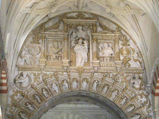Moschee-Kathedrale (Mezquita de Córdoba): Intricate stonework