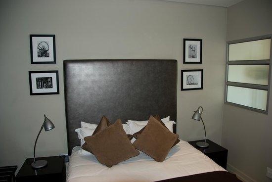 Genesis All-Suite Hotel: Bedroom
