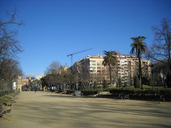 La Ciudadela : A destra, l'edificio dell'hotel, visto dal Parco