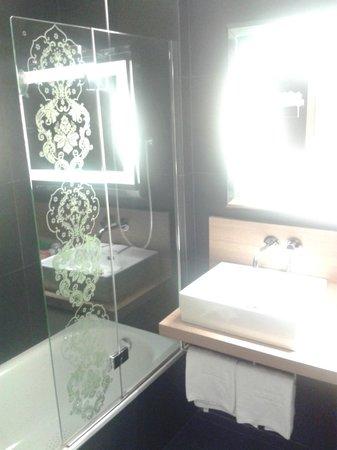 NH Palermo: Bathroom
