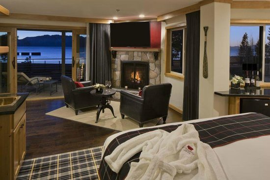 The Landing Resort & Spa: Premium Lakefront with King