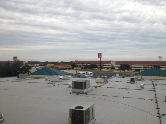 DoubleTree DFW Airport North: You can watch planes