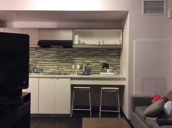Element Miami International Airport: Cozinha, fogao, geladeira, cafeteira