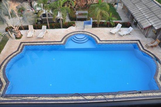 Baan Georges Hotel : Large pool