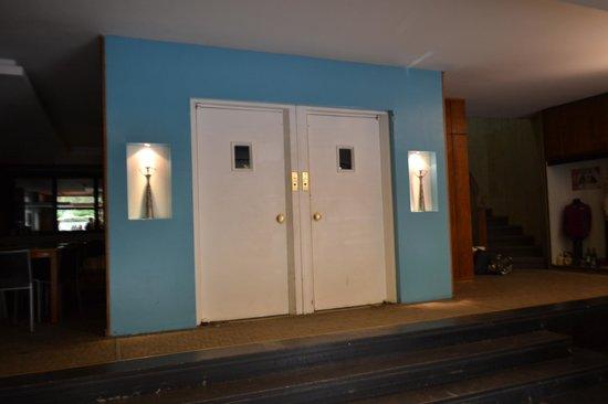 Lancaster Hotel: Elevadores