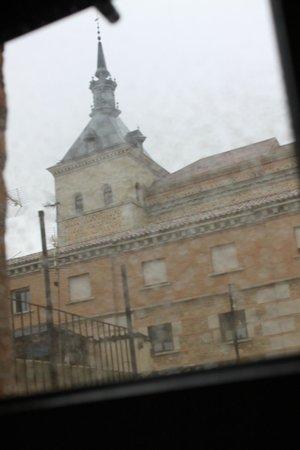 Carlos V Hotel: вид из окна (дождь)