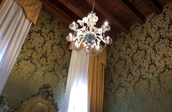 Hotel Palazzo Abadessa : Murano glass chandelier 2