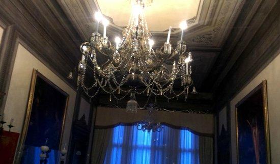 Hotel Palazzo Abadessa: Murano glass chandelier