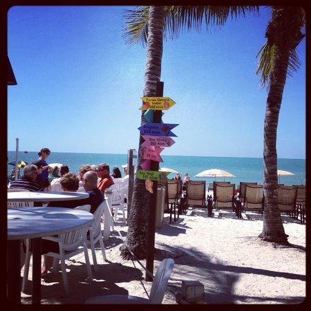 Vanderbilt Beach Resort: pool patio area