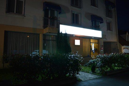 Hotel Christina : façade de nuit