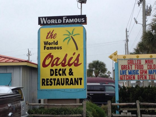 World Famous Oasis Restaurant: Right on A1A