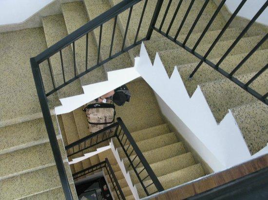 Casa Condado Hotel: Stairs, no elevators