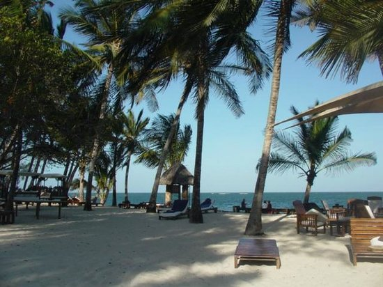 Kilili Baharini Resort & Spa: ...all'ombra