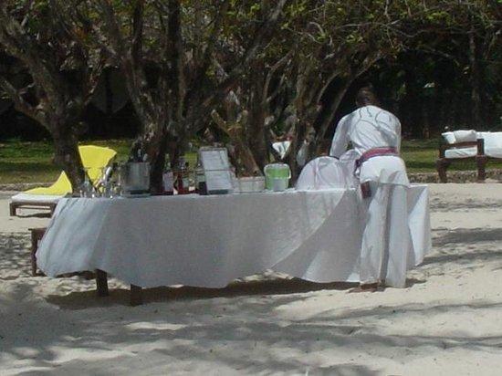 Kilili Baharini Resort & Spa: Praparativi per l'aperitivo