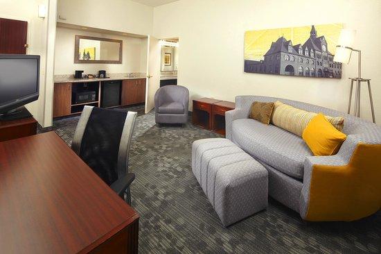Courtyard Princeton: King Suite Living Area
