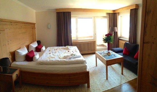Best Western Plus Berghotel Rehlegg: Zimmer 305 inkl. Romantikpaket