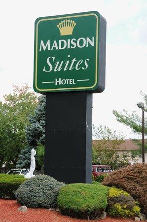 Madison Suites Hotel : Main Sign