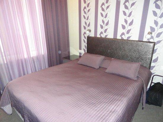 Nevsky Contour Hotel: удобная большая кровать