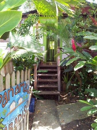 Panama's Paradise Saigoncito: Path to Cabana 1