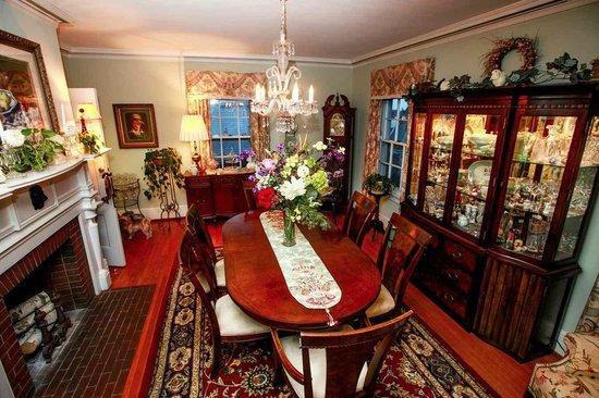 1907 Bragdon House Bed & Breakfast: Dining Room