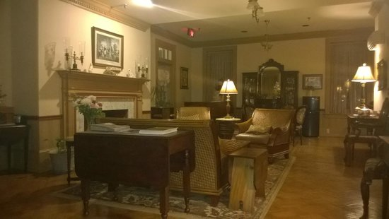 Lafayette Inn: Common Living Room with Tea, Piano and Reading Chairs
