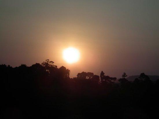 Ngorongoro Rhino Lodge : Puesta de sol desde la terraza del hotel.