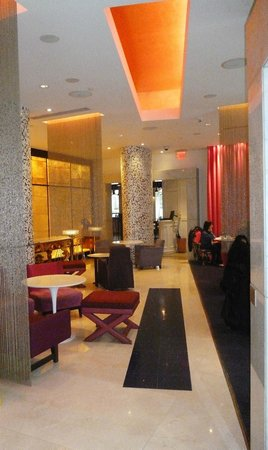 Opus Hotel: Lounge area