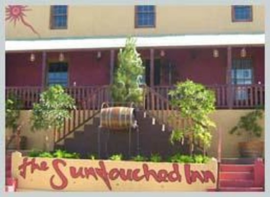 The Suntouched Inn Travellers Lodge: The high veranda give a excellent view of the village