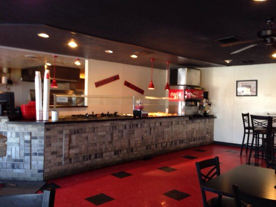 Snappy Tomato Pizza Co: Great salad & Pizza buffet! Superior service from the friendly staff! Highly recommended!