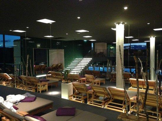 LOISIUM Wine & Spa Resort Südsteiermark: Welnessbereich am Abend
