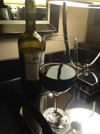 Hamilton Crowne Plaza Hotel: Wine From a Location Nearby