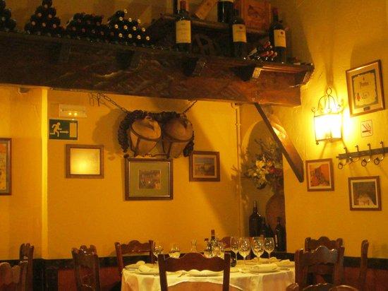 El Trillo Malaga: один из залов ресторана