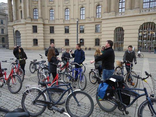 Fat Tire Tours Berlin: 2e tour: groep met begeleider Ciarán