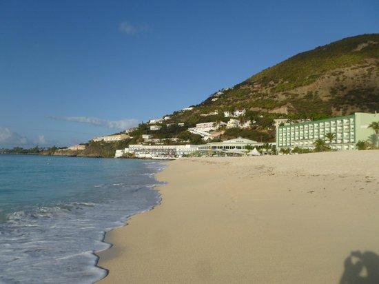 Sonesta Great Bay Beach Resort, Casino & Spa: view back at the resort from the beach
