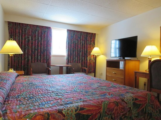 The Town and Mountain Hotel: King Suite