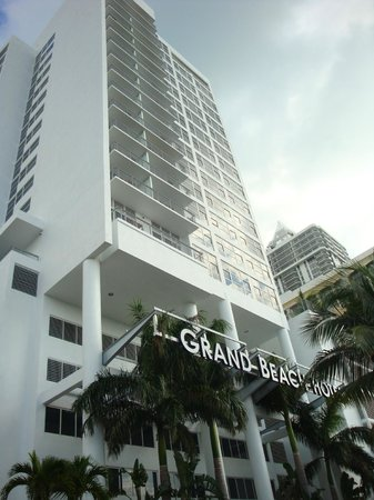 Grand Beach Hotel : Front view of hotel (only 3 years old)