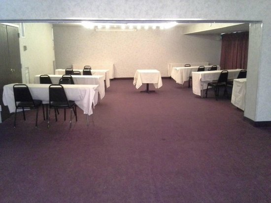 The Avalon Hotel and Conference Center: Marina Conference Room.