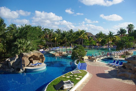 Royalton Hicacos Varadero Resort & Spa: looking at the pool from the buffet restaurant