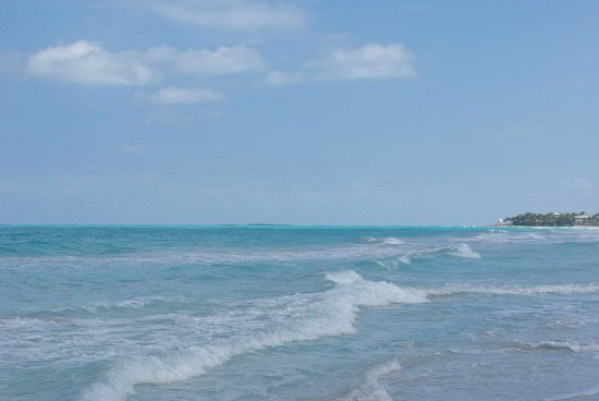 Royalton Hicacos Varadero Resort & Spa: the beach was beautiful, clean and the water was warm