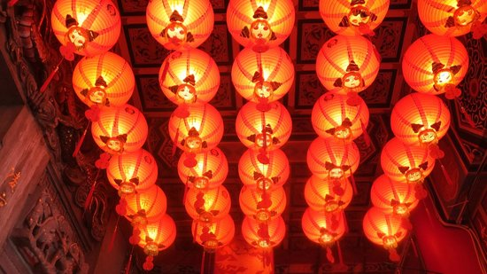 Chih Nan Temple (Zhinan Temple): ランタン