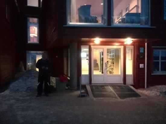 Spitsbergen Hotel: hotel entrance