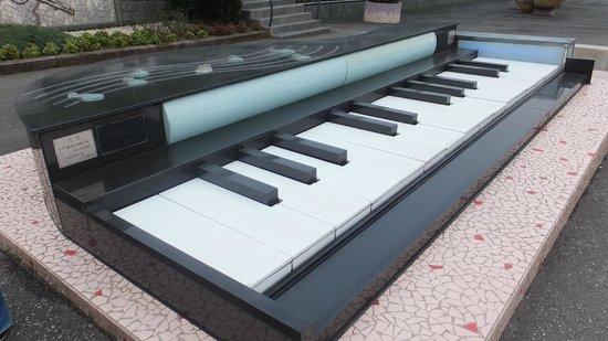 Chin Pao San : ピアノのオブジェ(音も鳴ります)