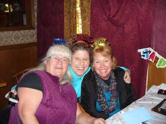 Brewsters Restaurant: 3 amazing women at Brewsters for birthday celebration.