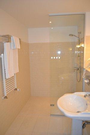 Casati Budapest Hotel: bagno