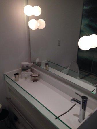Mondrian South Beach Hotel : Bathroom